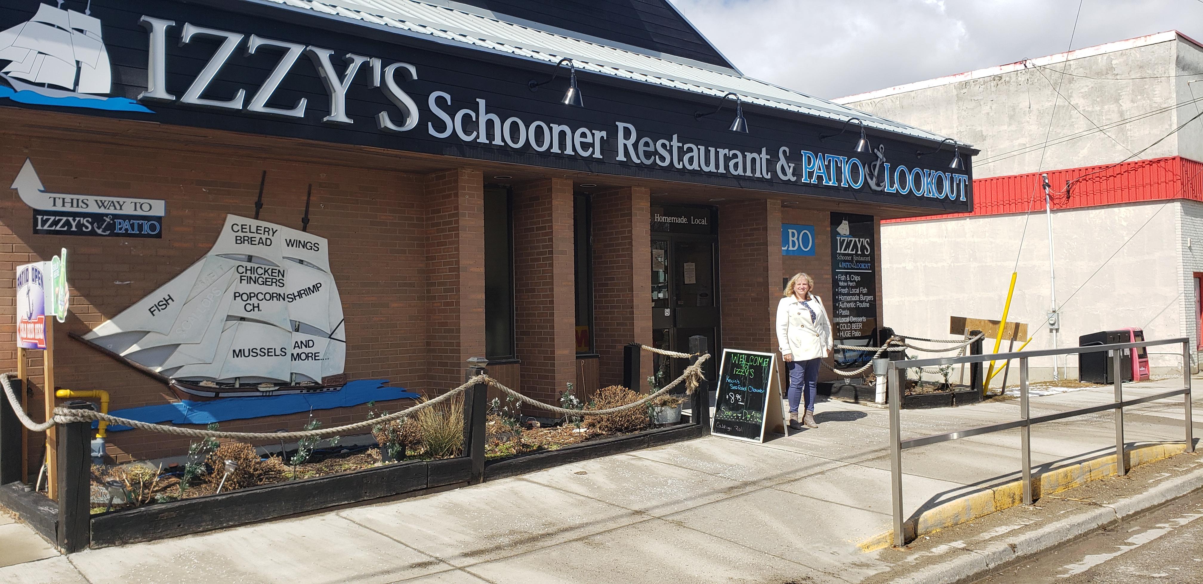 Izzy's Schooners - Exterior